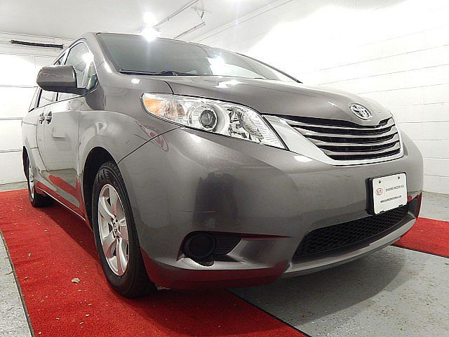 Pre-Owned 2016 Toyota Sienna LE W/CONVENIENCE PACKAGE!!!