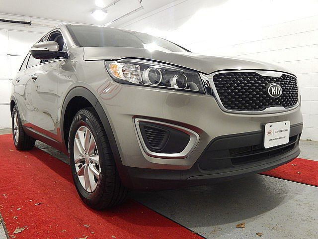 Pre-Owned 2016 Kia Sorento LX W/3RD ROW SEATING AND CONVENIENCE PACKAGE!!!