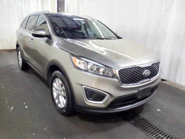 Pre Owned 2017 Kia Sorento LX W/3RD ROW SEATING